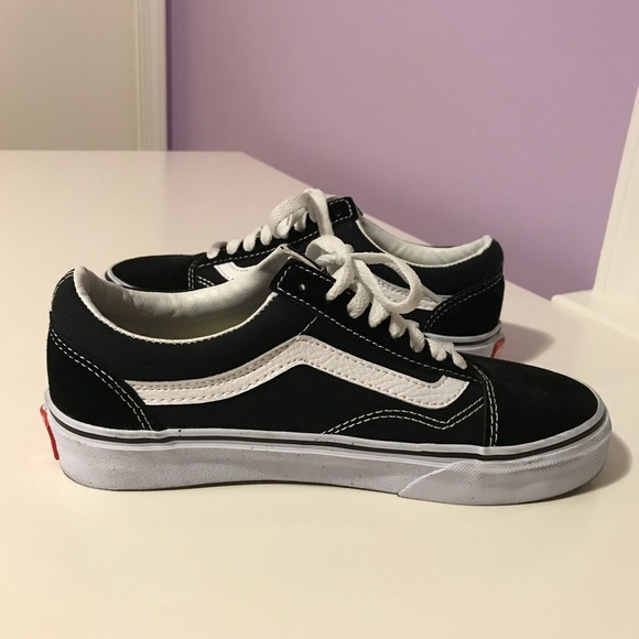 34a7fe7a999d84 Knockoff Women s Black Canvas Old Skool Vans. M 5b04baa5a44dbe9afda1a5b1